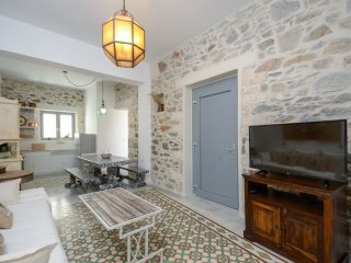 Naxos Center Houses