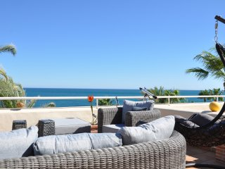 Bermuda Beach Sea front Apartment with huge terrace