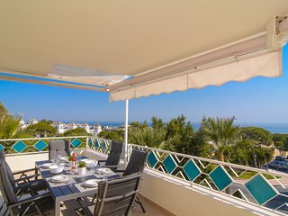 Playa el Arenal lovely beachfront apartment with panoramic sea views, WiFi