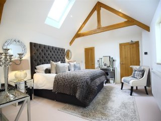 The Hive, apartment in the heart of Stow on the Wold, Cotswolds