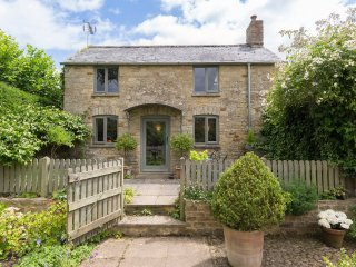 Five Bells Garden Cottage, Sleeps 2, Walks on Doorstep