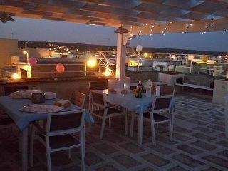 Casa vacanze 'Il Faro' con terrazza panoramica e solarium a due passi dal mare