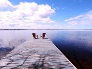 Kawartha Lakes,Kirkfield ,5 BR ,150 Feet Waterfr, Private Beach,Boats ,18 Sleeps