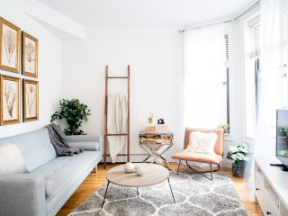 DESIGNER 2BR Apt in PRIME West Village