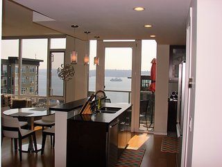 Furnished Downtown Seattle Penthouse Condo 2 bed/2 bath - water view
