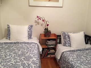 Lincoln center 1 bd private-floor in Duplex w Garden by Central Park 70s