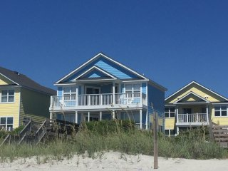 Amazing OCEAN FRONT 4 BR Beach home w/ pool access /sleeps 12
