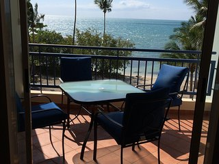 Hac del Club 2-405 beachfront penthouse for 8, fully air conditioned, WiFi