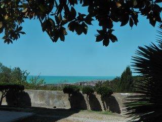 Tuscany Villa, stunning Seaview, Garden