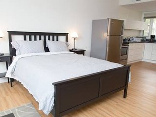 208F Lux Suite Near UCLA & Dozen Restaurants Prime Westwood location LA Westside