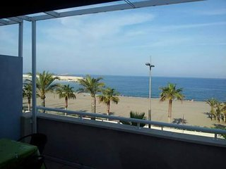 Atico Primera Linea de Playa. Estupendo terraza frente al mar, casi nuevo,garaje