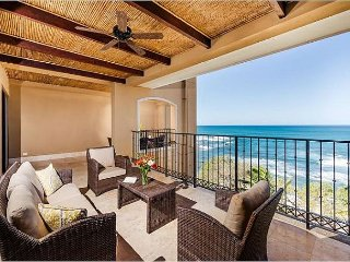 10% off Dec - Beachfront 5th floor Luxury Penthouse Condo w/ Private Jacuzzi