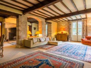 Castelsagrat Chateau Sleeps 19 with Pool - 5049686