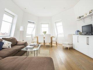 Bright Top floor apartment in Shepherds Bush