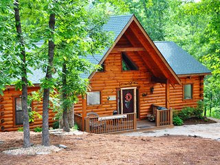 Camp Budd w/HotTub-Firepit