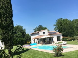 Villa moderne climatisee piscine securisee grand terrain Saint-Remy de Provence