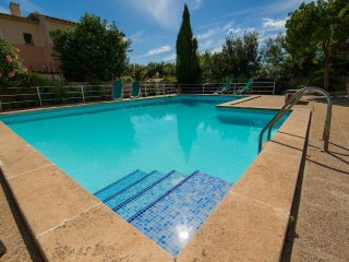 Villa con apartamento para alquilar, piscina y zonas comunes para tranquilidad
