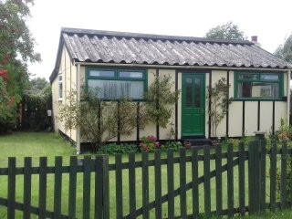 ERA - Humberston Fitties Vintage Beach Chalet (Historic Asset) WiFi & Sky TV inc