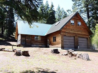 Whispering Pines Cabin at Hyatt Lake ~ Sleeps 8 ~ Pet Friendly
