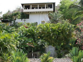 VILLAS CASA LOMA (Jungle House)  FLAMINGO BEACH'S BEST KEPT SECRET FOR 30 YEARS