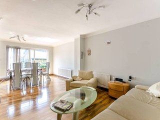 Stunning 4 bedroom house, 3 baths in Canary Wharf