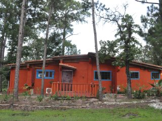 Sam Rayburn Getaway Home-Fishermen welcome, great for family reunions.