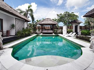 Spacious 3BR villa 5 min walk to Jimbaran Beach A5