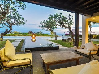 Spectacular Clifftop Luxury 4 Bedroom Villa with beach access, Uluwatu'