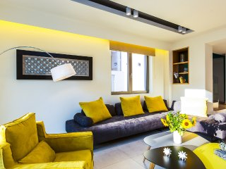 Villa Amelia/Free car rental with 9 seats, luxury, roof garden, gorgeous seaview