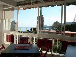 Apartamento La Almadraba, totalmente renovado y muy luminoso con vistas al mar.