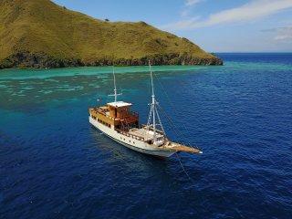 Kelana Boat - Private Cruise in Komodo National Park