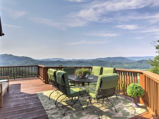 'Smokies View' 3BR Wears Valley Cabin w/ Mtn View!