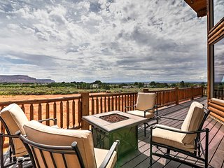 Kanab Cabin w/Hot Tub, Fire Pit & Panoramic Views!