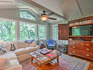 Cozy Tryon Cottage w/Serene Wooded Views & Patio!