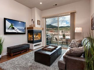 Sharp 2BR Condo - Walk to Eateries, Drive 8 Minutes to Park City Mtn Resort
