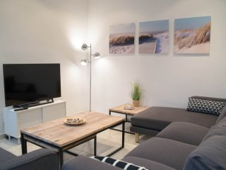 Magnificent House 5' min walking to the Beach - 25 Minutes to BCN
