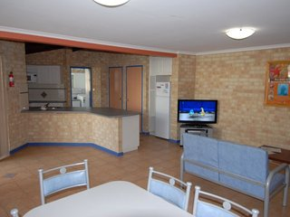Yot Spot Apartments Unit 3 Family - 2 night