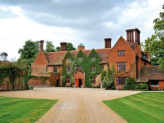 Beautiful Country Manor House exclusive use