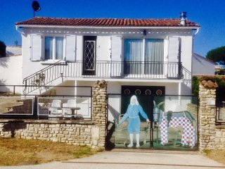 Maison l' Ane Ile de Re, perfect located near village Bois Plage and sandy beach