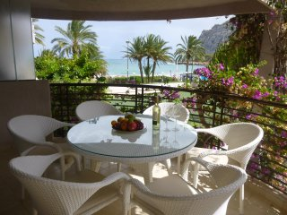 Bright apartment directly on beautiful sandy beach and next to all facilities