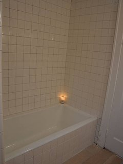 Shared bathroom: Nice & simple with a large soaking tub & fresh towels.