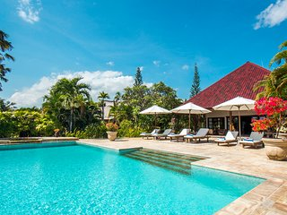 Villa Taman Indah - Luxury Beachfront Villa,10p, BBQ, Large pool