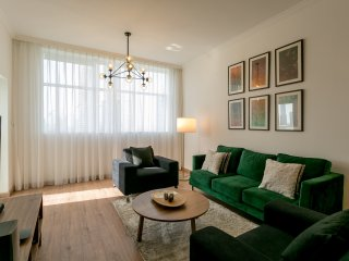 Luxurious Furnished 2BR Apartment in Downtown!