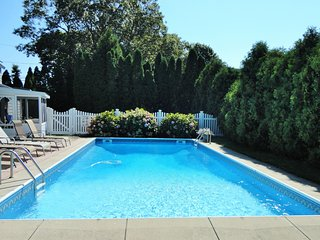 Hamptons Retreat -Large Pool & Spa - SEP AVAILABLE