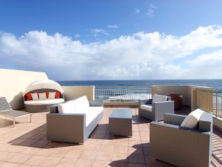 #2 Luxurious Beachfront 4br, 3ba Penthouse - with Power, Water and Internet