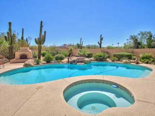 Heated Pool & Spa– NO Extra Fee! A Desert Paradise close to Golf, Hiking & Room