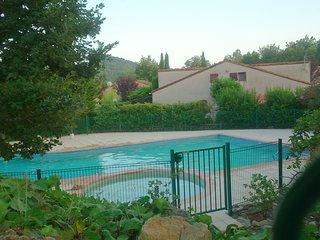 Petite maison avec piscine 4 couchages