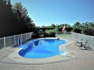 Villa Valentina- executive lakeview villa with in-ground pool at Bruce Peninsula