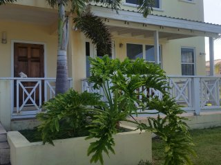 Bentley Condo R 1 Bed Hillside Condo. 5 Mins beach. Golf course and ocean Views