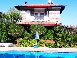 Big shared pool, Flowers, 6 people, Air con, Lux Villa
